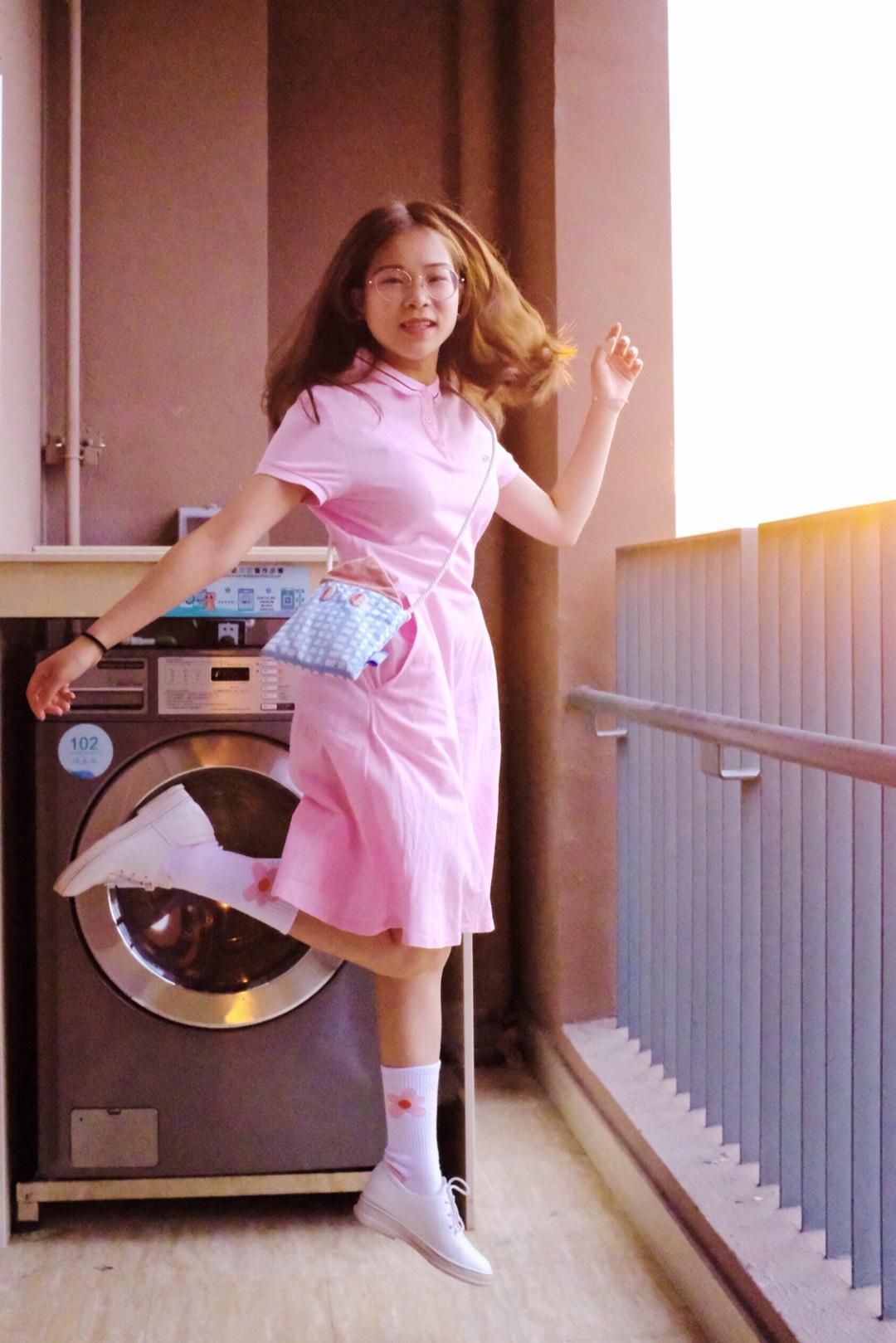 #平成年最后的樱花色,我要穿上身#  运动风格的连衣裙 腰部有收腰的效果,裙摆自然垂落感,使整个人看起来更加高挑纤细