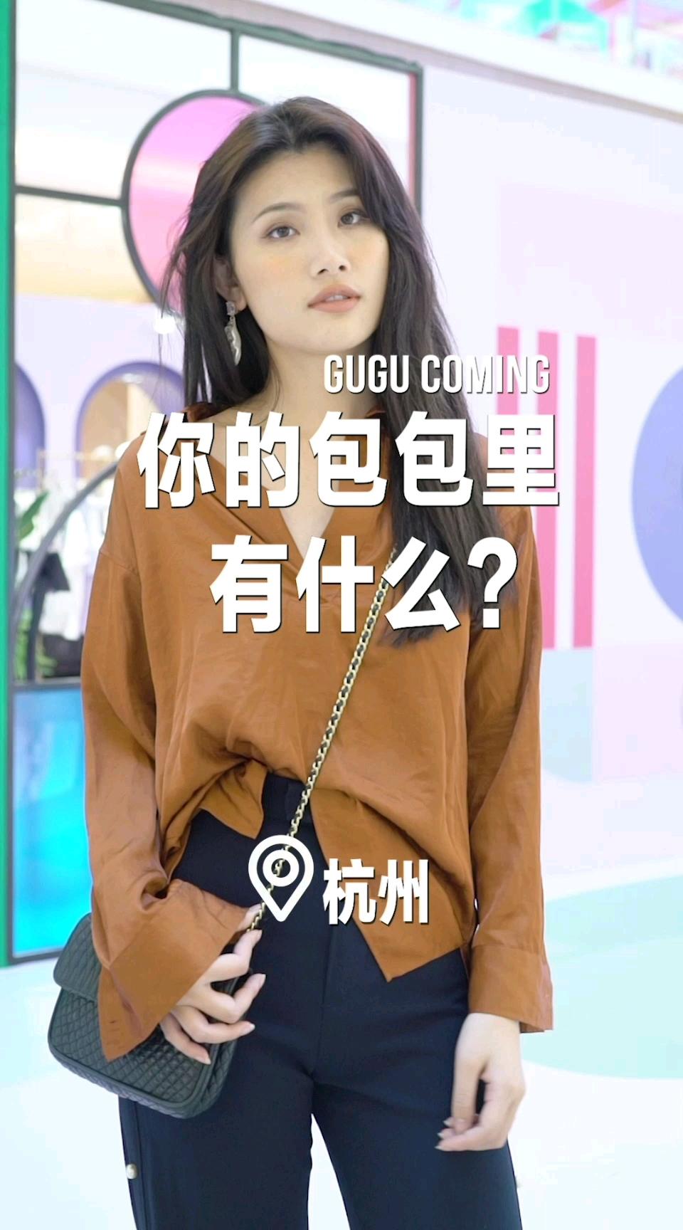 开包啦~这位小姐姐的口红颜色太会选啦#杭州#你们喜欢这种裸橘色唇釉吗