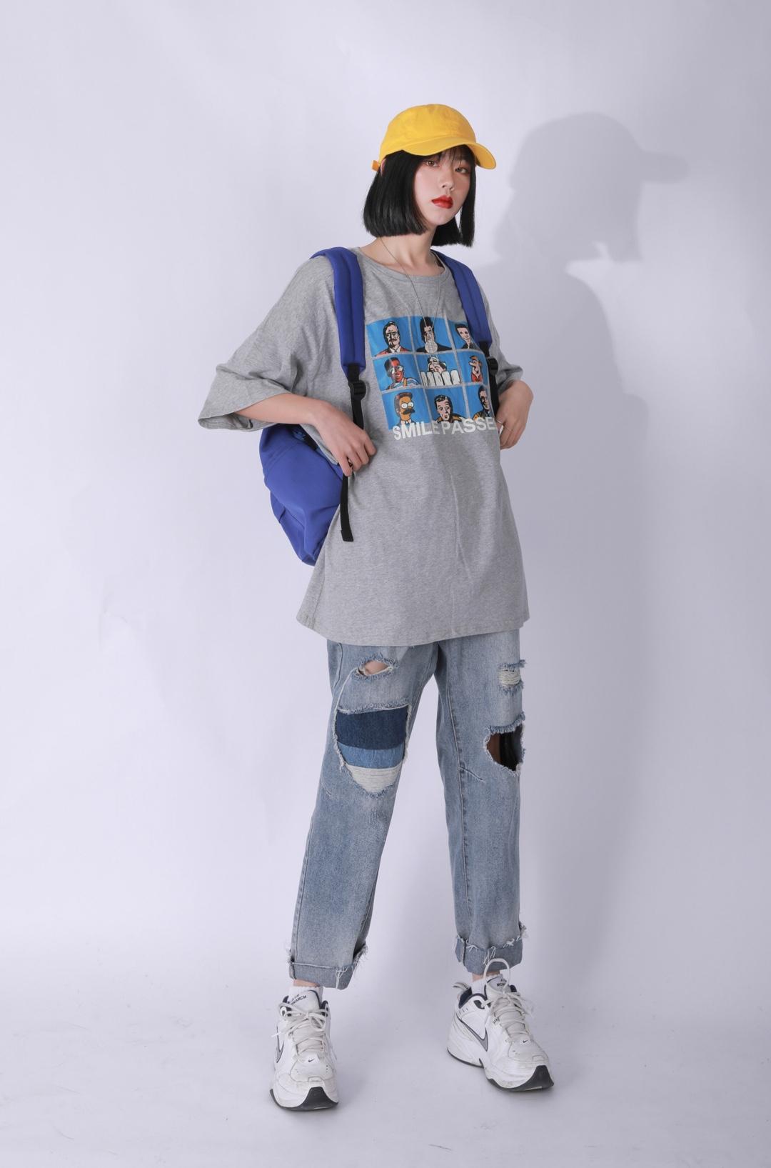 #妖精的口袋5.6上新# 宽松的印花T恤 很特别 下装可以搭配破洞的牛仔裤哦