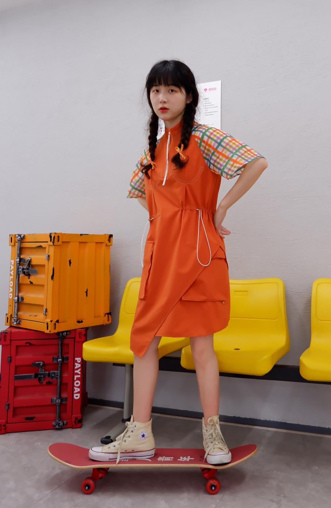 满满的元气少女穿搭 入夏当然是要活力满满鸭 十分水嫩的橙色,秒白一个色号 #要份夏日糖果女孩,全糖不去冰!#