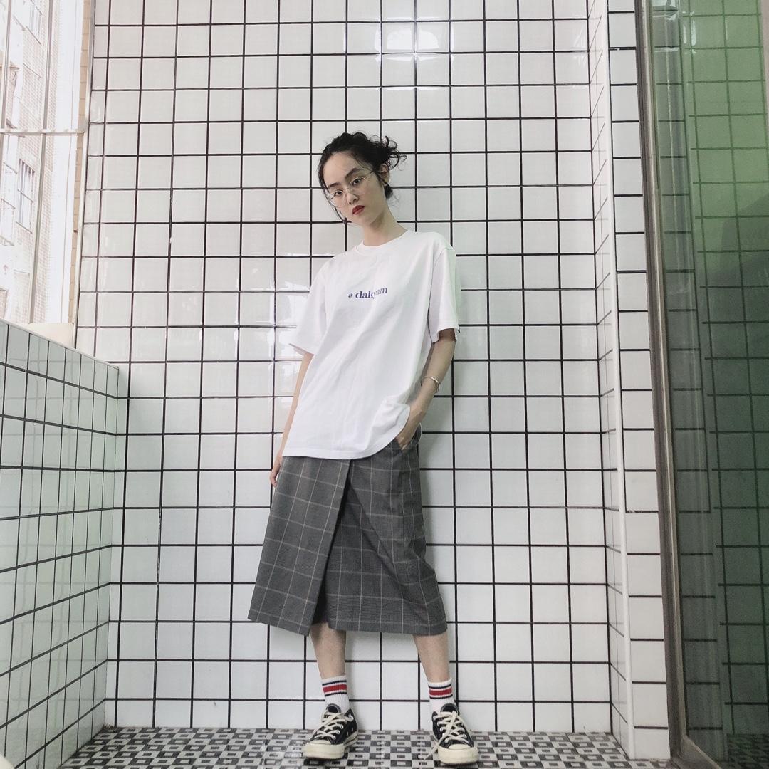 优衣库的条纹裙真是四季都可~夏天就搭配一件简单的字母白T就完事啦~#梨形妹の小腰精修炼企划#