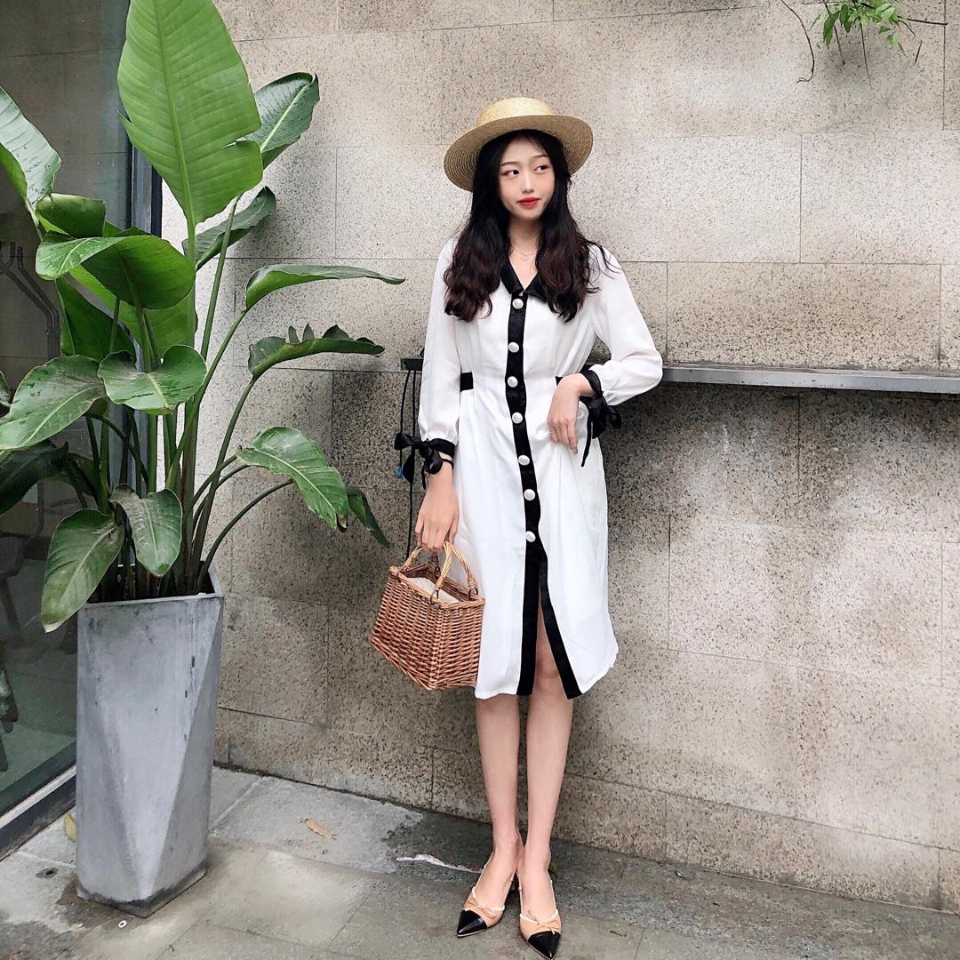 #这波初夏穿搭,超A!#  黑色真的是最好看配色啦 永远的经典 草帽搭配草包 这样出游心情都会变好啦