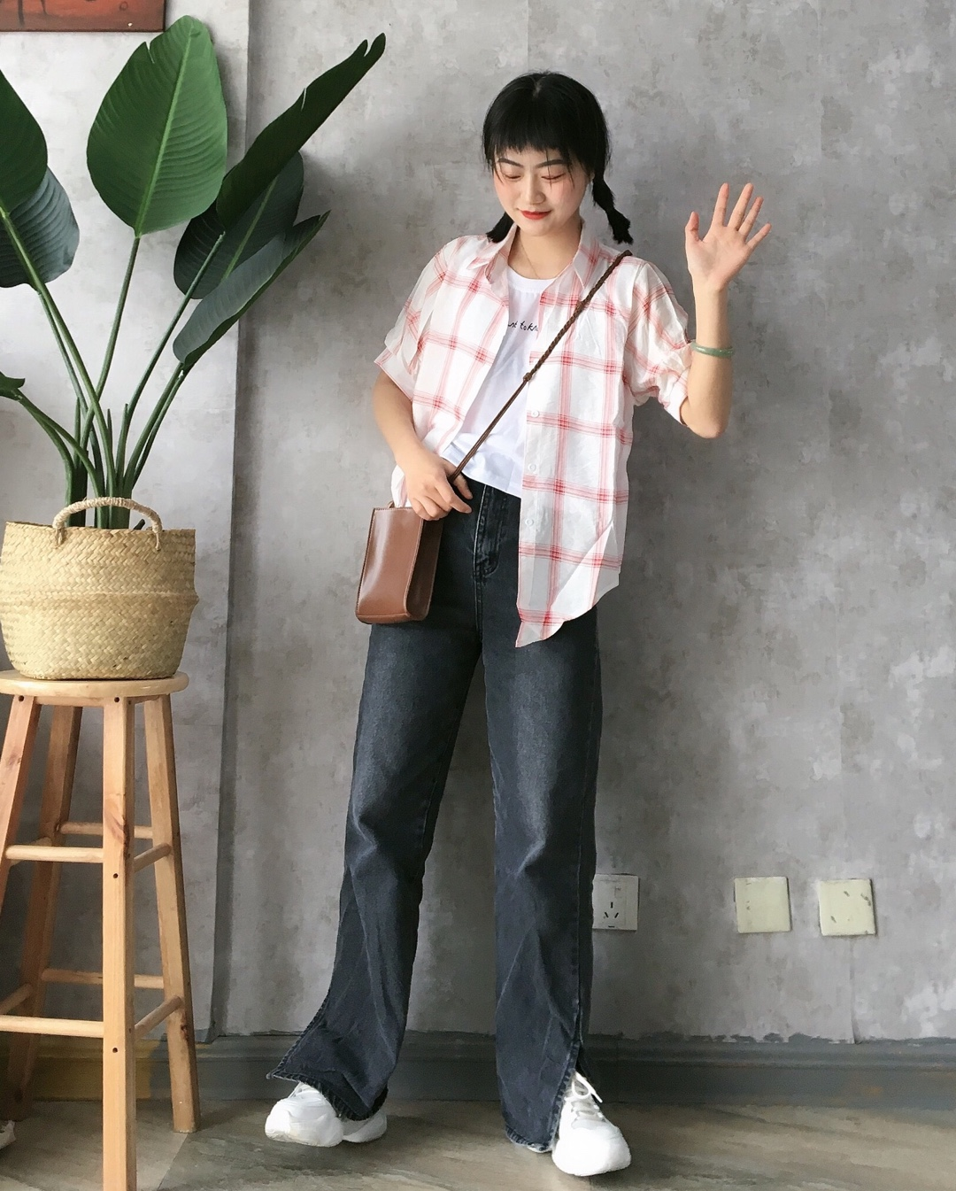 #小仙女的长腿搭配秘籍#假两件的衬衫真的超省心了,搭配拖地长裤,显瘦显高各种场合都适合穿的一套穿搭啊,浅色衬衫也超级衬肤色啊。