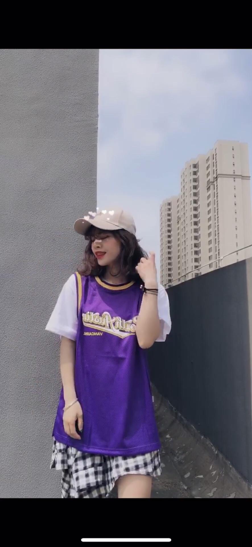 #分享T恤的100种穿法# 嗨 🌽🌽米饭的穿搭来了 今天的手势舞喜欢吗 喜欢的话再来哈哈哈