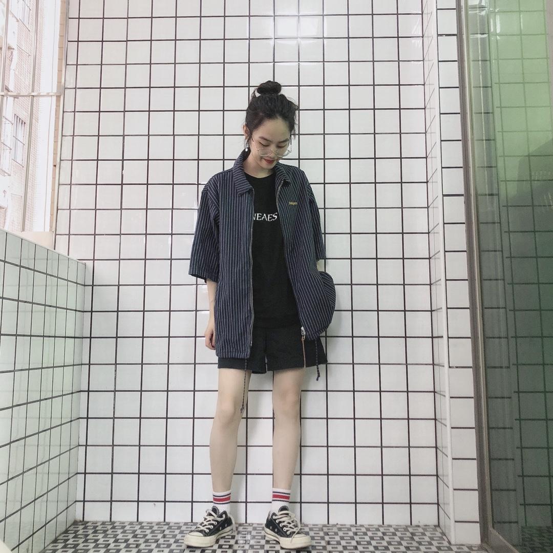 """内搭黑色T恤外套条纹短袖衬衫下身""""失踪""""搭配#小仙女的长腿搭配秘籍#"""