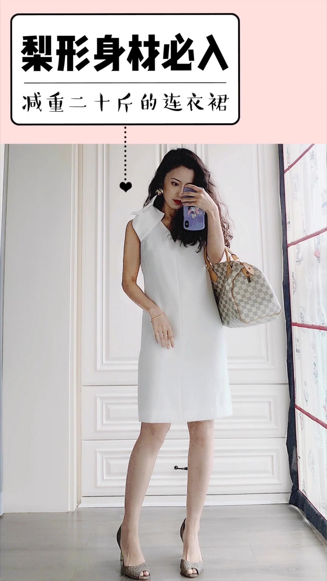 梨形身材的小仙女,一定要入的一款连衣裙👗 立体剪裁的腰部,让大肚子消失无踪🙀 肩上和背后三个大大的蝴蝶结,设计感十足,也会转移大家的视觉重点,随便穿身上都超美🌺 减重20斤的夏季必备连衣裙就是它了❗️❗️ #懒人最爱:清爽出街超easy#