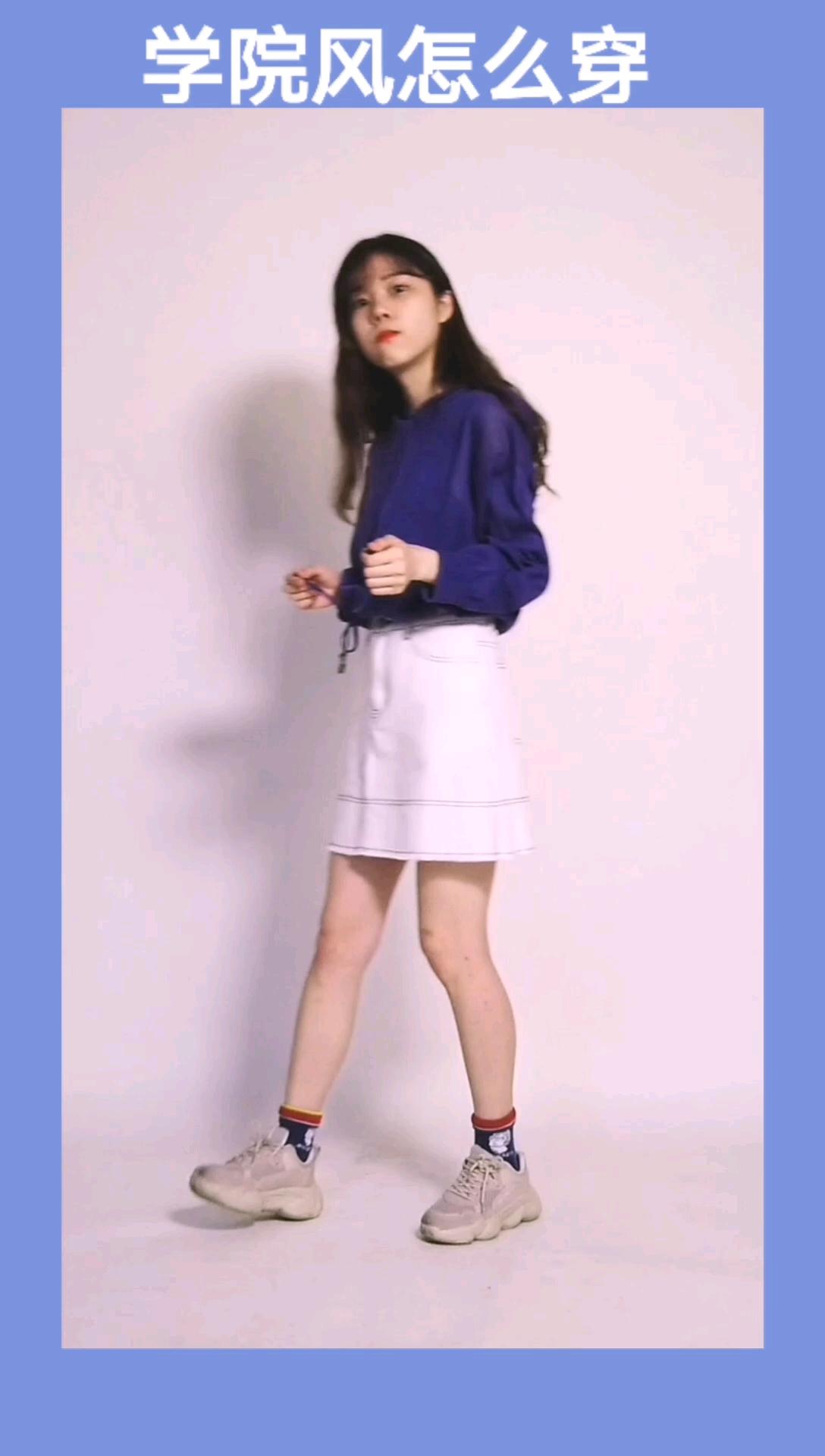 学院风出了海军领还有海蓝色呀~    针织蓝色卫衣,搭配白色半裙提升亮度,活力可爱,加上中长袜,活力满分~#我要穿裙几到80岁~#