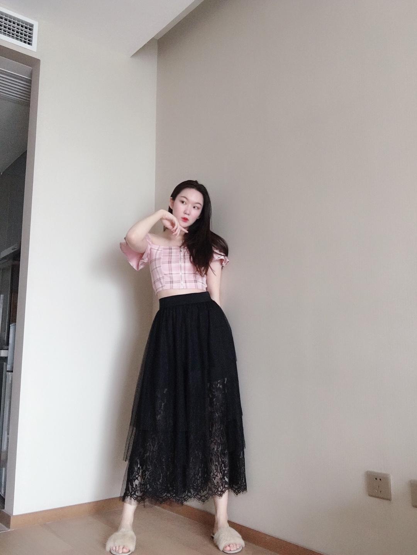 #大码女孩の夏季挑衣法则#🌈look 粉色的一字肩拉链短款上衣 这么好看的蛋糕裙 520约会必备~