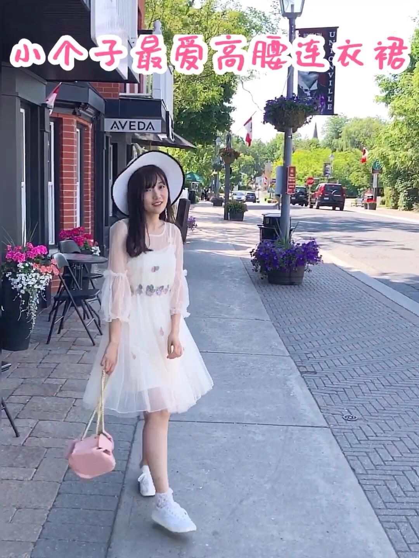 #你回眸的样子像极了爱情#  给你们夏天的色彩 ✨  清透的像被阳光亲吻过,看着心情就灿烂吖~ 网纱蝴蝶🦋连衣裙内送吊带哦!🎁蘑菇街的小伙伴还可以💰打折!!而且还送草帽!只要跟客服报:Aria即可! 先来一波连衣裙视频~ 高腰收腰款式很显身材哟!
