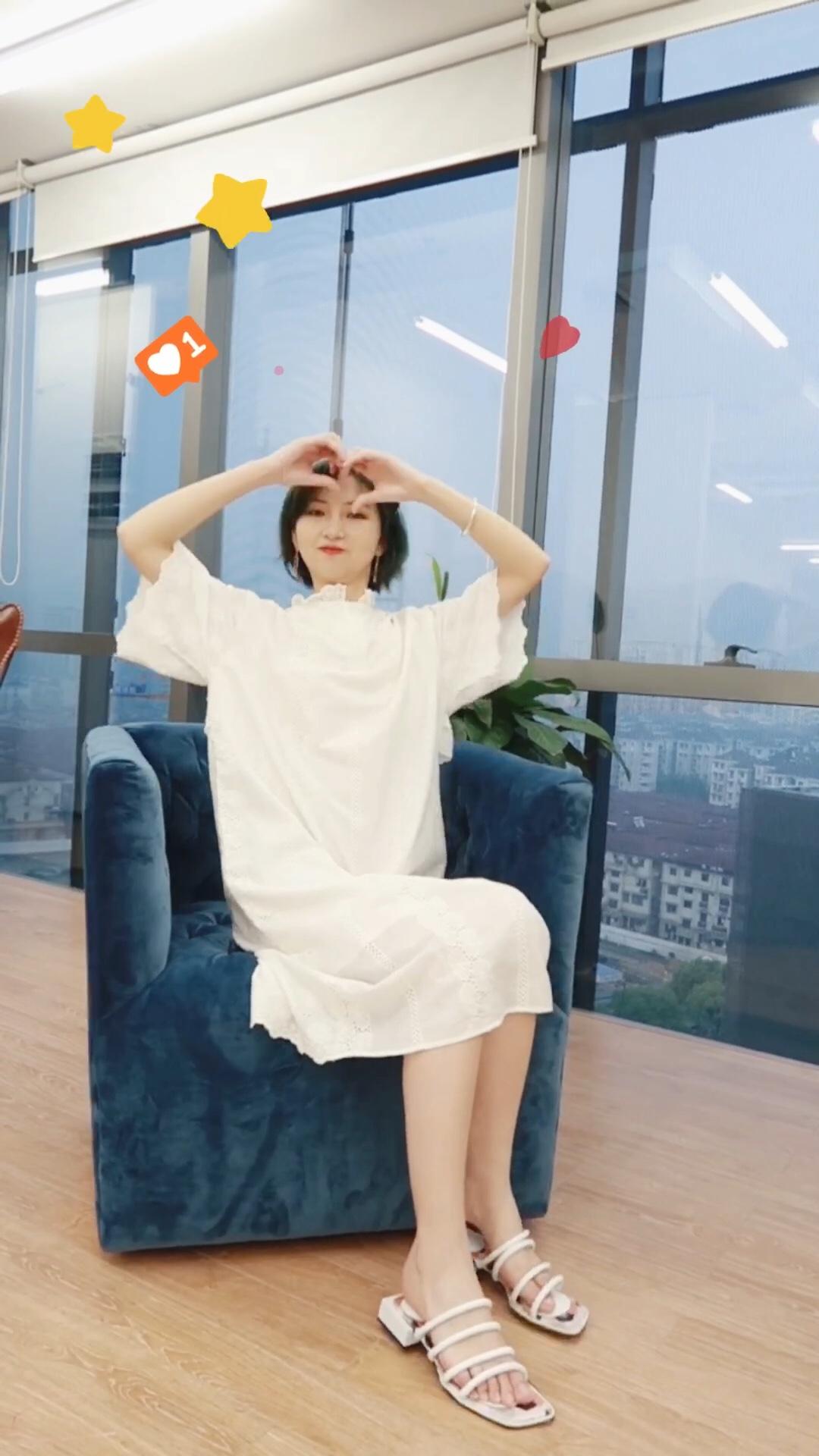 #520,甜甜的恋爱要来了!# 白色连衣裙 日常聚会都不会错的搭配!显白又气质, 还不显小肚子哦!
