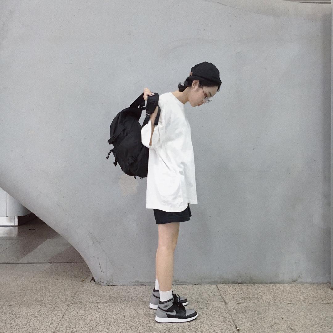 黑白灰经典不出错搭配~#网红店夏装放大招,件件美哭!#