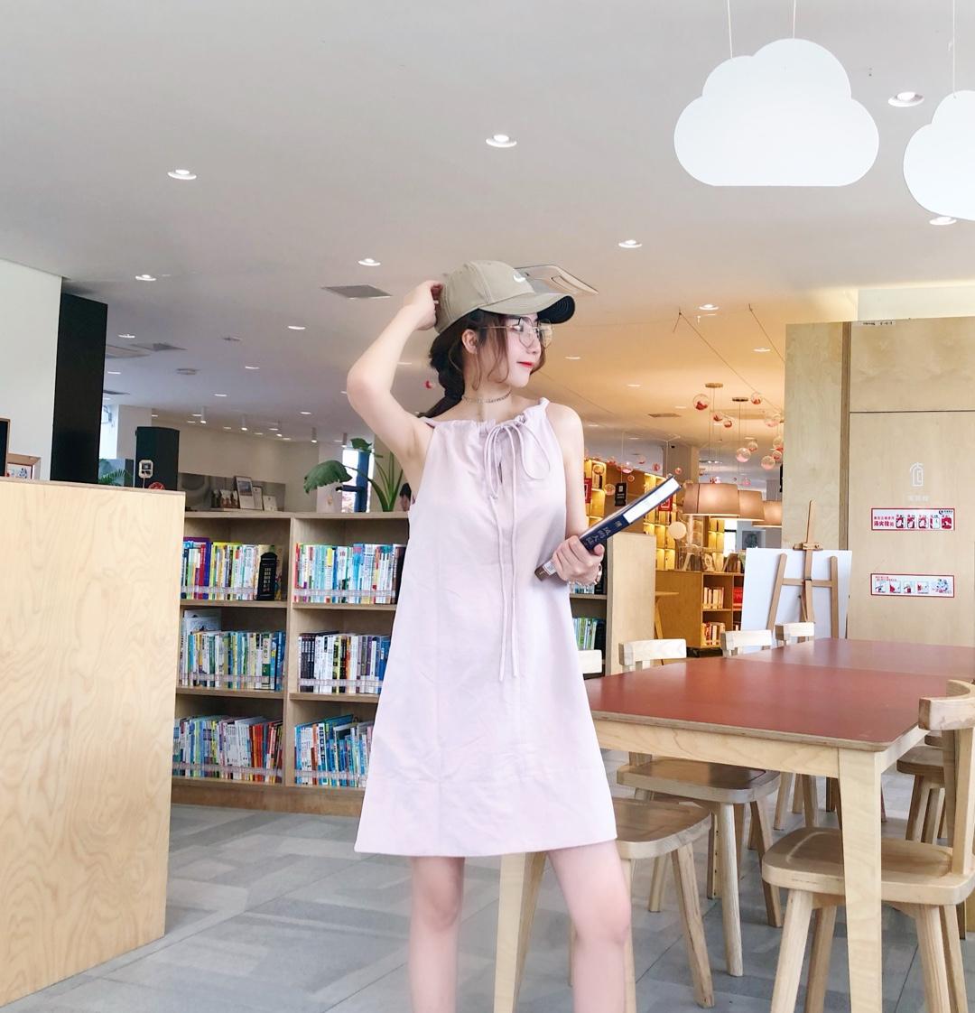 粉色很显白,挂脖的设计显得肩部线条特别好,#黄皮友好色,变行走反光板!#