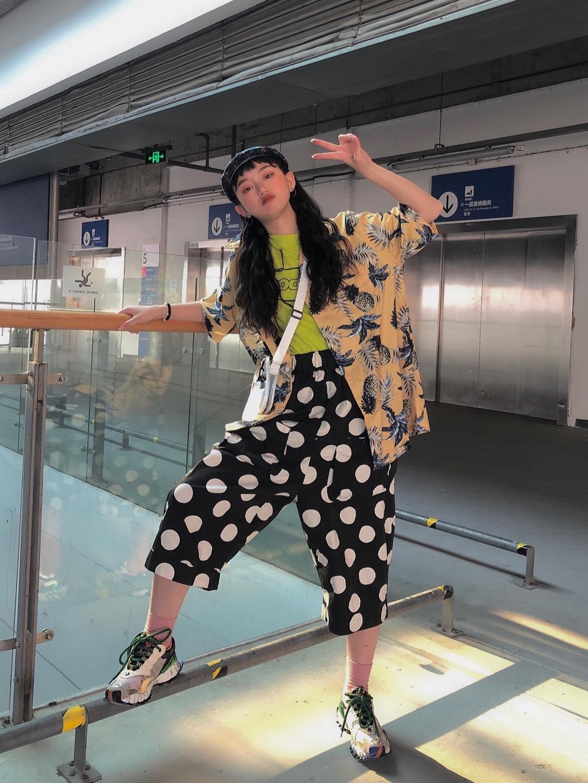 🧡小王同学穿搭分享 度假风衬衫+纯色內搭+黑白斑点裤 可爱又迷人的反派角色,出门旅游的上上之选,让你赢在起跑线 #夏日水果色上身,我超甜#