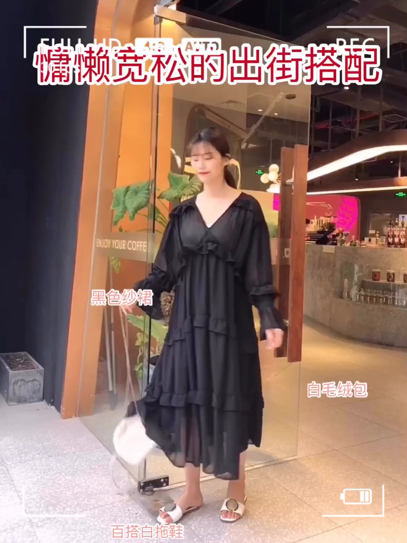 #远离粗腿,遮腿出街利器get#  超级慵懒又舒服的连衣裙来啦 甜甜的花边设计风格 很适合夏天甜美系的女孩啦 宽松松的版型很适合日常穿哦 慵懒风的设计也是很适合夏天的啦