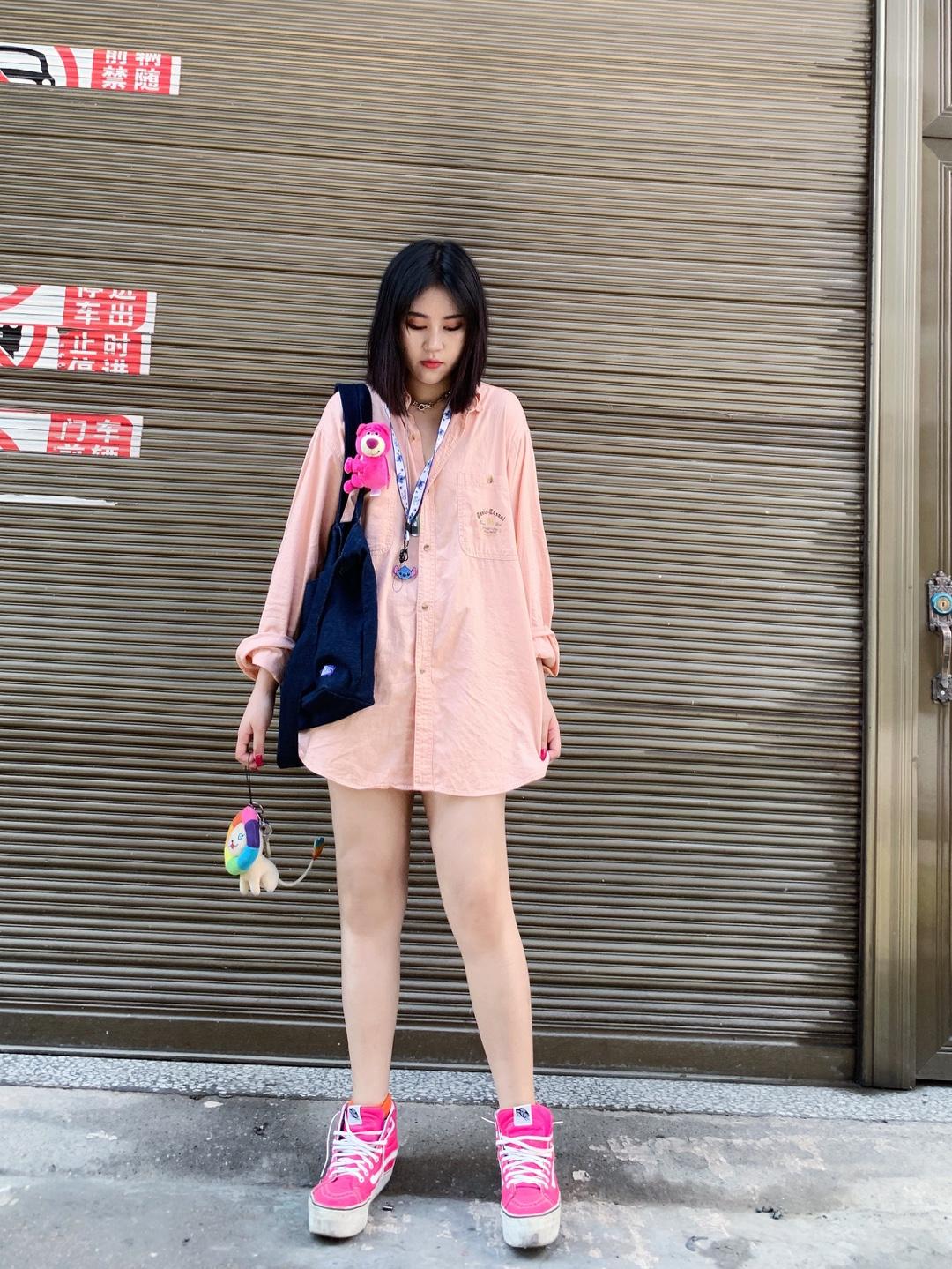 #520,甜甜的恋爱要来了!#一袭粉色很亮眼了,衬衫纯棉的 很舒服啦~