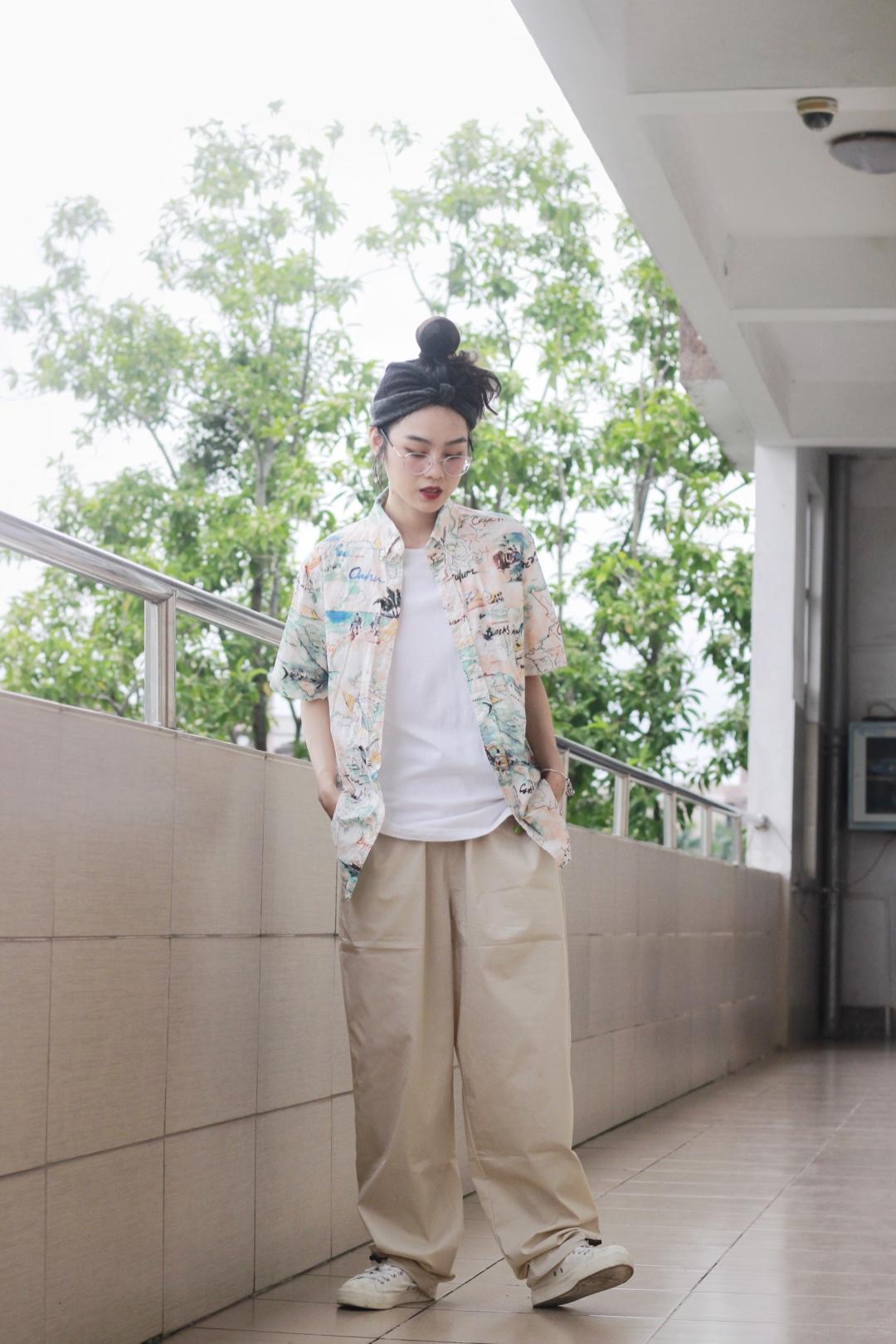 花衬衫也可以搭素色长裤~#夏日朋友圈实用上镜指南!#