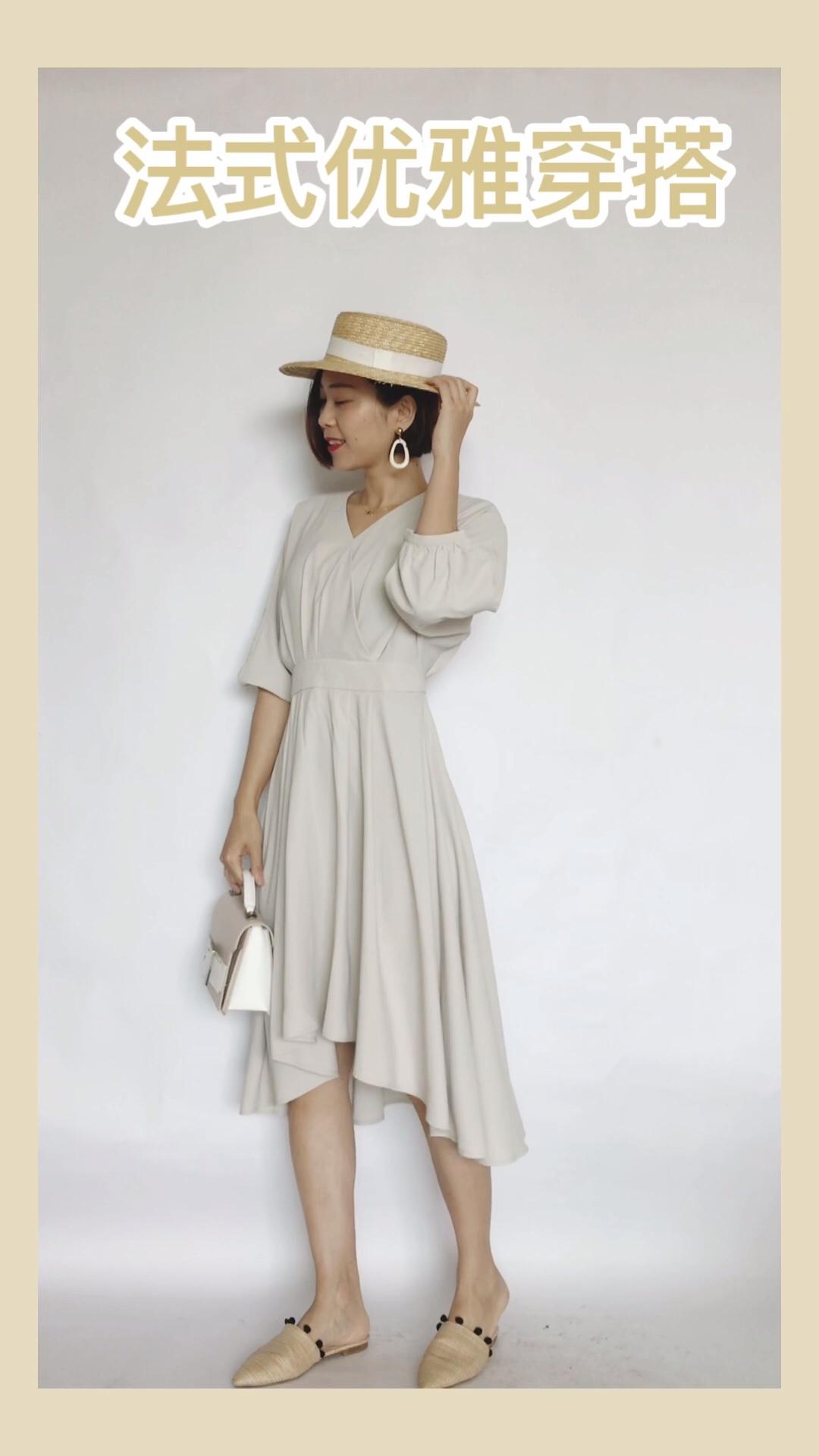 #火遍全网的连衣裙,劝你早点买!# 普门家的连衣裙,不管款式还是材质都是在线的,颜值与质量双优的杰出代表。特别能遮肉,气质感爆棚!搭配了草帽,复古优雅范十足!