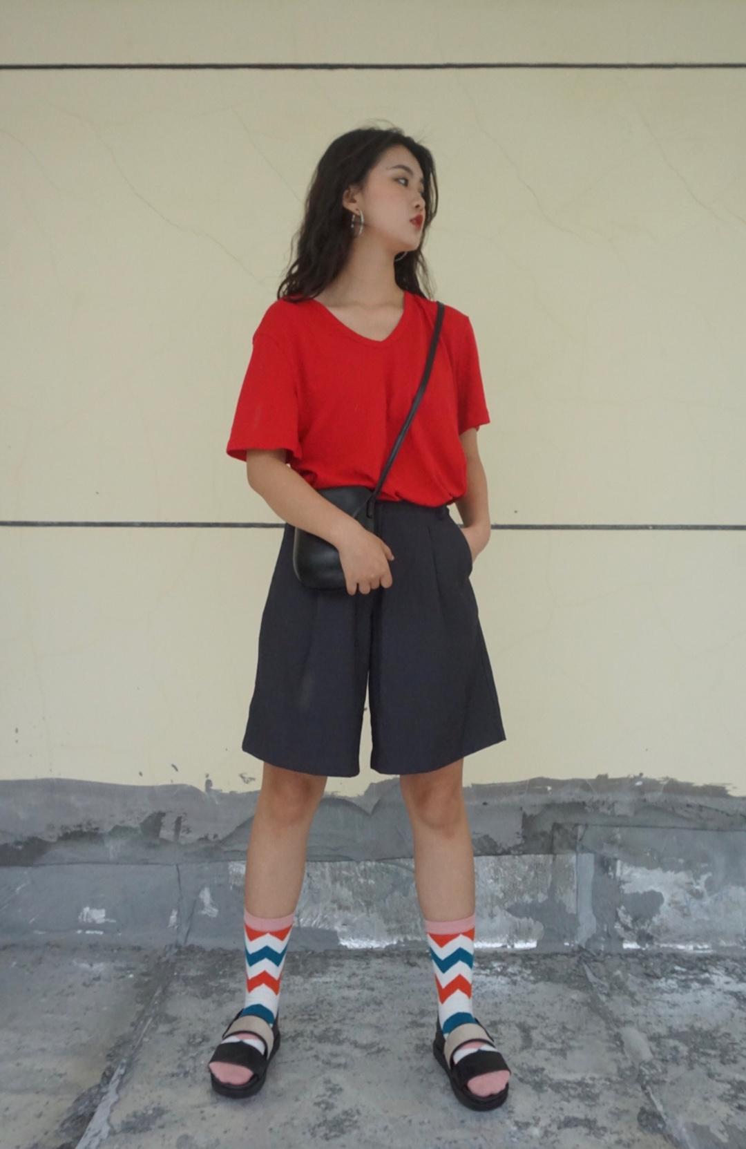 夏天必穿的一套 休闲又舒适,实用性真的超高 搭配同色系袜子单品穿搭upup #15s出街大挑战#