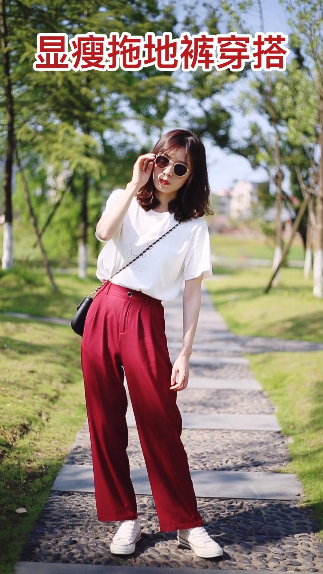 #韩系网红风,也太太太好看了!# 拖地裤绝对是显高利器了 红色的拖地裤也非常洋气 上衣搭配红色印花白色t 上下颜色呼应更加统一 鞋子用的匡威1970米色 酒红色的边边也和裤子颜色呼应 墨镜的加入更加酷酷的
