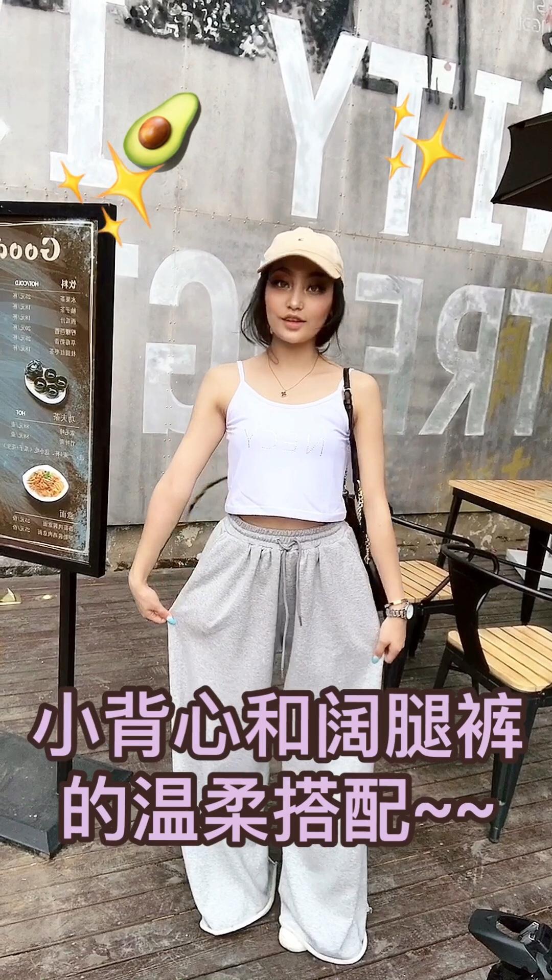 #必备短t,轻松穿出女神比例#160 46KG可以这样穿 简单穿搭穿出好身材 ~🤪喜欢这种短吊带 搭配上一 条超大的直筒裤是没有毛病的 一套下来真的是超级平价 快入手一件必备短T!