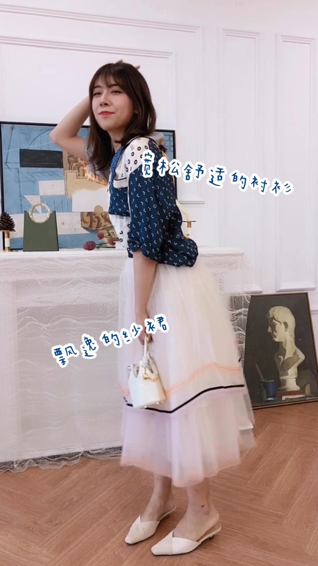 #蘑菇街新品测评#  宽松的裙子可以完美遮挡腿型的缺陷 高腰的穿法能拉高腰线 瞬间显高显瘦