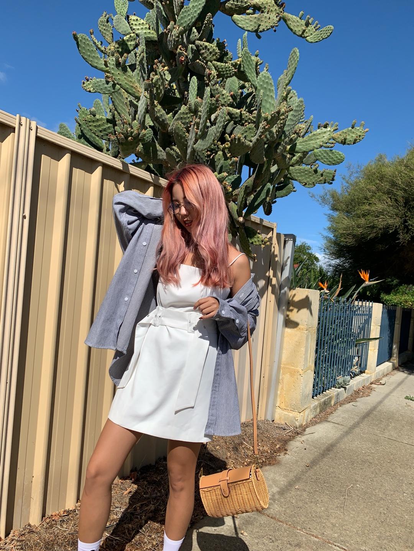 在澳洲的一天。#韩系网红风,也太太太好看了!# 试试这样的寒韩风吧!平时欧美风太久啦;偶尔也试试温柔的风格,而且今天的穿搭有偷穿男友的外套,嘻嘻!其实这样的oversize还有一种别样的感觉啦