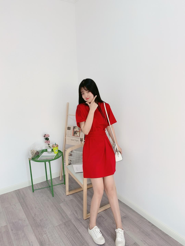 #忙着减肥?不如安排这条裤子~#  这款红裙简直是遮肉神器,肚子上的肉肉马上消失不见,红色也先白的,宝宝们快安排起来啊~