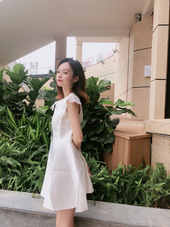 百元连衣裙让你轻轻松松秒变仙女 镂空爱心领超级好看的 #方领:今夏流行榜NO.1!#