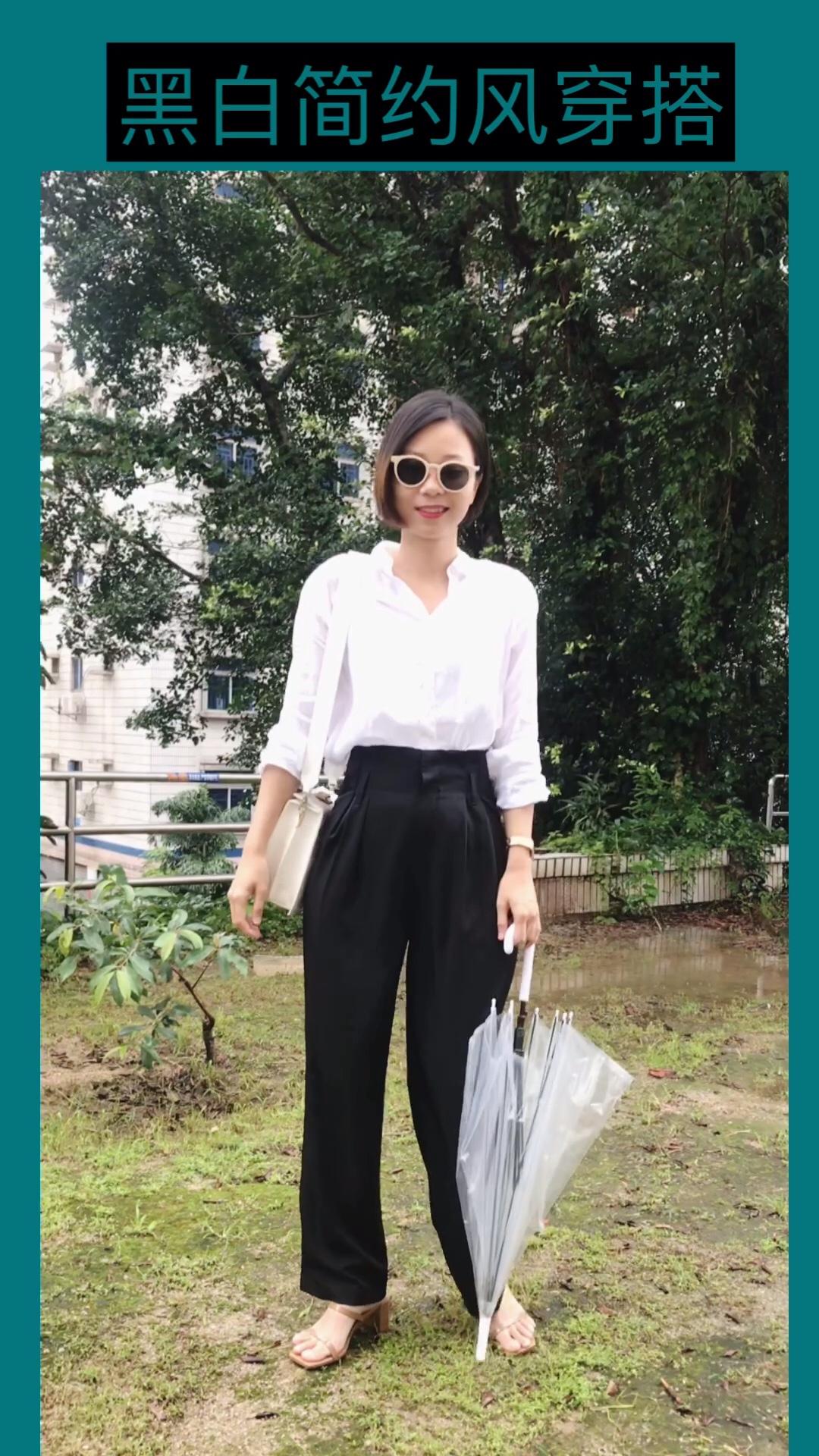 #六月穿好荔枝白,可口是你!# 黑色高腰裤显腿长 搭配白衬衫,简约大方 黑白配,非常有气质 很喜欢哟。