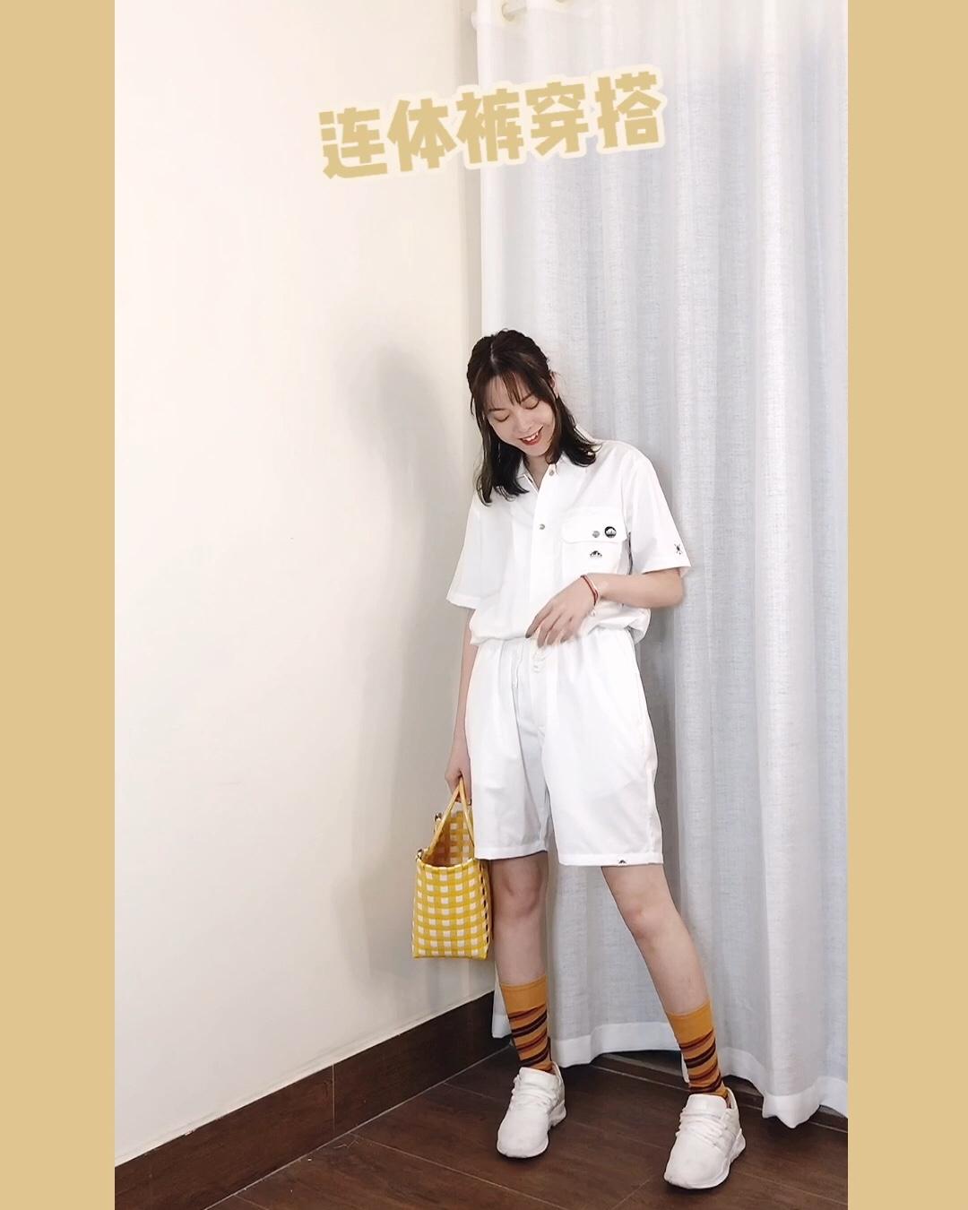 CC穿搭  连体裤:URBAN FOREST 鞋子:adidas Originals 包包:Marni #120斤到90斤!微胖mm购物车公开# 纯白色的连体裤,腰部带有收腰带,可以将腰线收紧,搭配黄色的袋子和袜子,十分减龄,也是很适合夏日的颜色