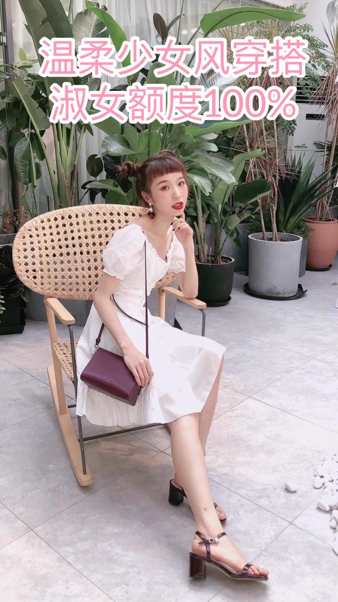 #六月温柔风:今日份淑女额度已满#  白色泡泡袖木耳边连衣裙,是初恋般清新温柔的感觉。穿上就让人忍不住捂嘴轻声笑,走路都变得温柔淑女了起来。是约会一定要拥有的单品了,我是整条街最淑女的姑娘。
