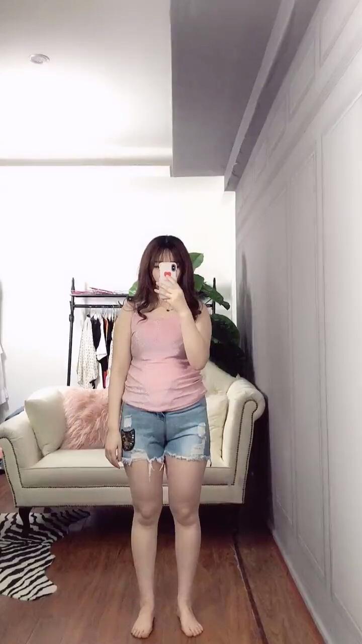 你永远不知道一个女生衣服下藏了多少肉,看了抖音上微胖小姐姐的样纸,我这样只能叫肥胖了……#胖 #150斤