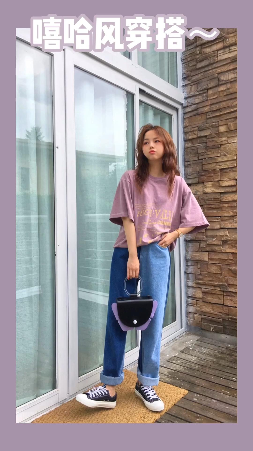 摄影:小鲸鱼 场地:山月空间 #蘑菇街新品测评# T恤牛仔裤可以说是夏季必备品了吧 宽松的牛仔裤可以遮盖我们腿不直的这个小缺点 建议人手一条哦