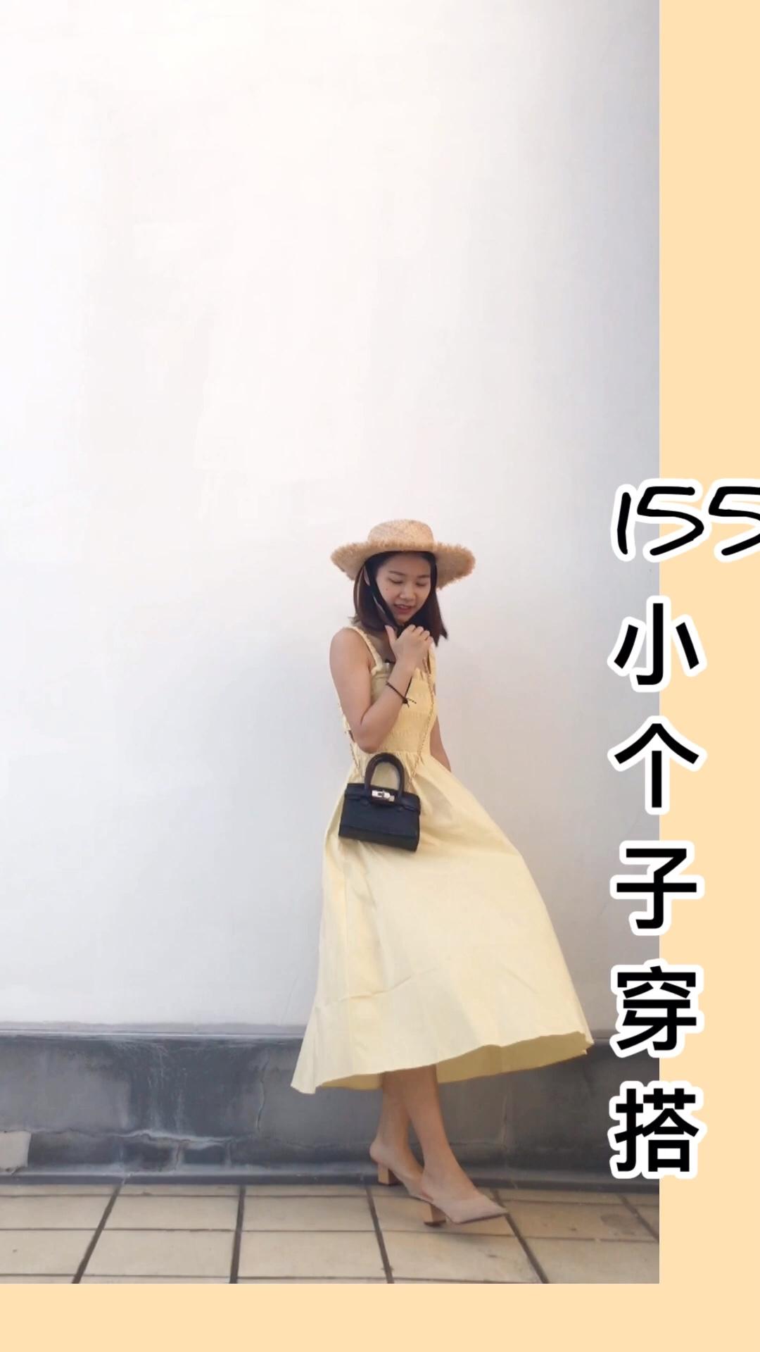 #备战618,网红美妆好物种草#  颜值担当的奶油黄连衣裙 给人一种随便穿穿随便搭搭都是亮点的感觉 后背是镂空松紧带的设计,少女又带点小性感的感觉,背影女神就是你 日常约会跟度假穿都非常适合,做一个美美的优雅气质女神哦👏
