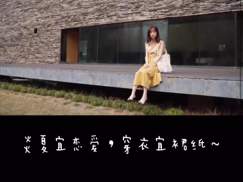 夏天穿出少女范只需要一套质感舒适的黄色格子衬衫加黄色半裙,上衣是背心款格子衬衫,下身是显瘦的A字版型半身裙,显白又时尚#炎夏宜恋爱,穿衣宜裙纸~#