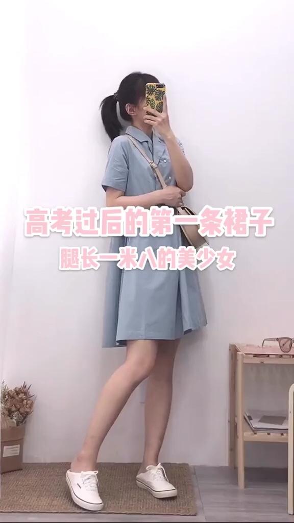 #高考结束购入的第一件仙女裙# 宽松的版型 高腰线非常显腿长 两个小口袋好可爱