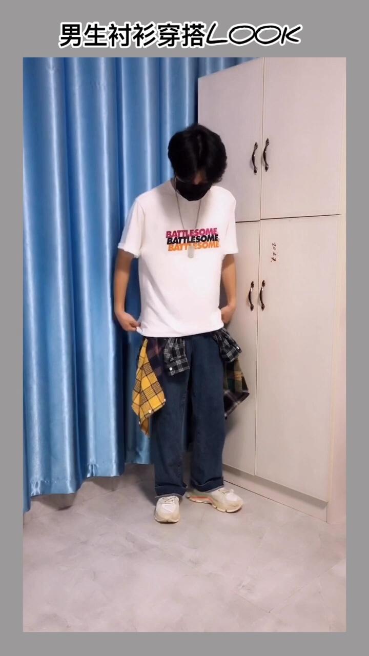 今天给大家分享的是男生衬衫穿搭 对于男生来说 选择一款好的衬衫特别重要 今天就给大家分享的是一件拼接格子衬衫 款式特别好 拼接的很有层次感  裤子是百搭的直筒牛仔裤 特别显瘦 鞋子是李宁新款 配色特别舒服 #百元内穿搭!学生党看过来#