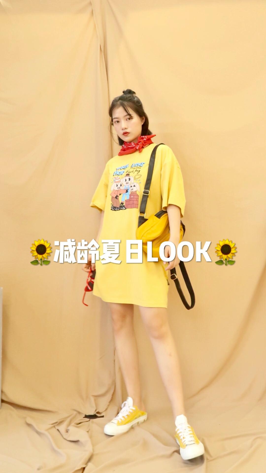 #蘑菇街新品测评# 好显白的黄颜色~ 夏天穿最合适啦 亮眼的颜色 活泼俏皮 搭配红色丝巾和墨镜 给一套look点缀了许多~