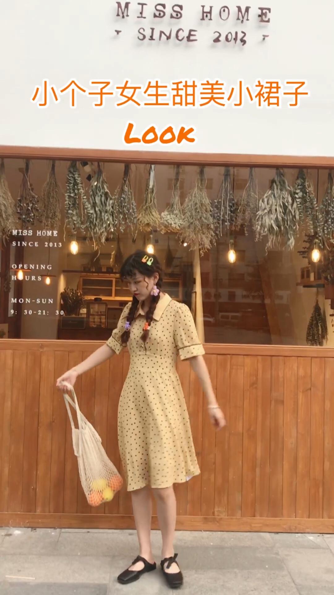 #618一天入手,30天穿搭不重样!# 波点元素永恒的爱呀!这件黄色的颜色就炒鸡气质了,还很显白的那种~ 整个也有法式气质得感觉,小个子女生约会完全可爱安排一下这个裙子,搭配小ck的黑色芭蕾单鞋真的太好看啦!!