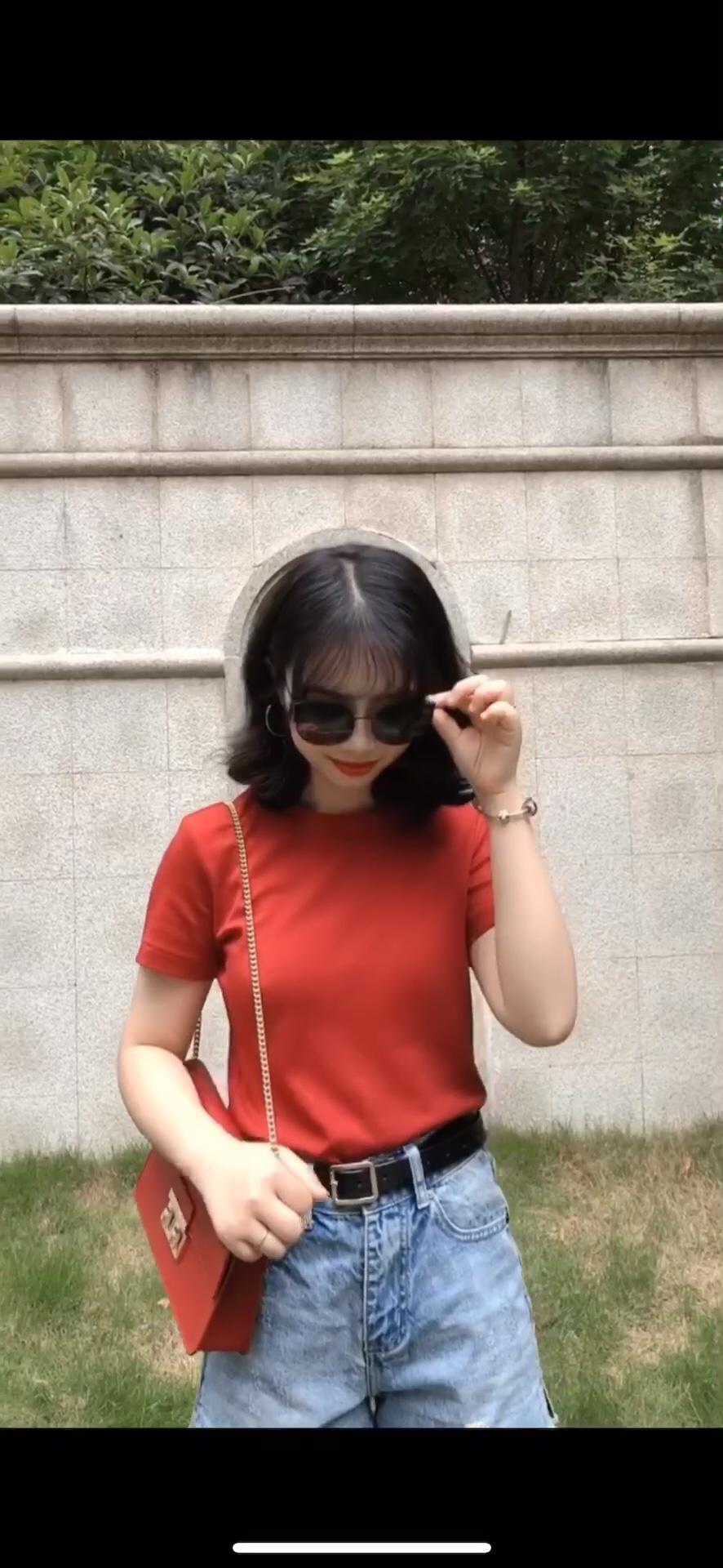 150小个子穿搭 夏天也要穿红色!! 真的太显白了!又比较复古~ 优衣库这件真的便宜又好穿!!强推!#简约气质穿搭,占领办公室C位!#