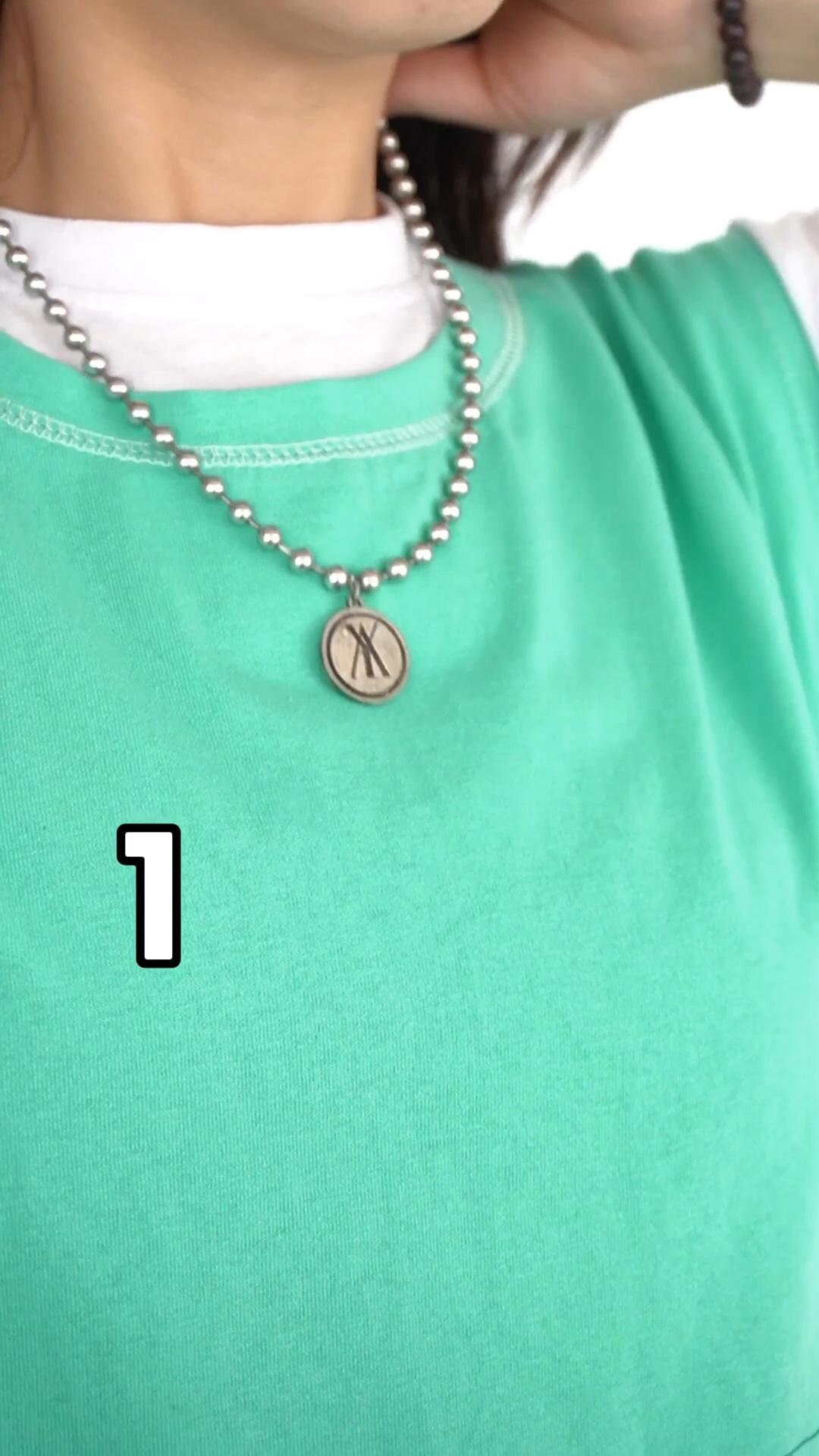 梨C日常穿搭 懒人穿搭又来啦~ 绿色三件套 超好穿的三件套套装 版型设计宽松不挑人穿 绿色适合夏天穿 简约时尚宽松的马甲 无敌宽松 重点是能遮肚子上的肉肉 出去吃再多也不怕哈哈哈  里面可搭配一件T恤 非常惬意 配合无袖宽宽的袖笼 整体很有型~ 下面搭配的是宽松五分裤 松紧腰穿着很舒服哦 上身显腿长还显瘦! 简约又不失造型感的一个套装 随性利落的慵懒调调~ #网红款懒人套装,疯狂种草!#
