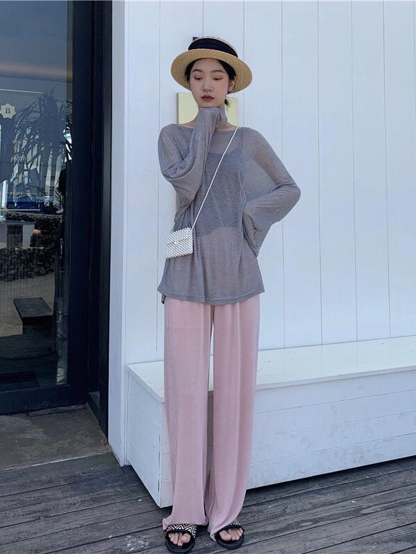 #据说长得好看的女生都穿温柔风!# 灰色配粉色裤子我真的爱了  也太好看 太温柔了吧  超级推荐你们入手这一套 上身超级舒服 上衣有一点点透 不过搭配个小吊带穿也是很好看滴 ~有一丢丢的小性感又很温柔哦