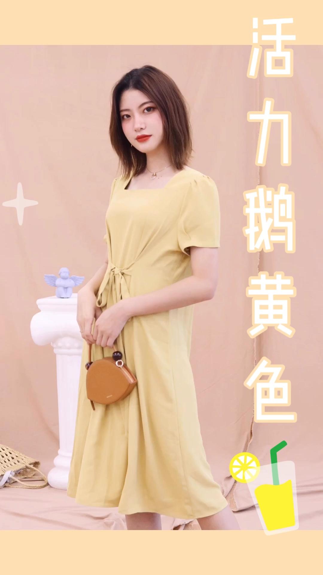 """于时尚而言,除了外在的款式种类之外,其实很多时候色彩也起到了最对性的因素。炎炎夏季,除了清爽的白色之外,温暖柔情的暖色系也是非常不错的选择。 对于女生而言,裙装可绝对是不可缺少的存在。简单的一抹黄色十分舒适大方,领口设计个性感十足。简单大方的款型更多了几分个性与帅气之感。腰间的蝴蝶结点缀,使得整体多了几分甜美风之感。更给整体增加了几分经典风与小清新的韵味。 #这个女生也太""""黄""""了吧!#"""