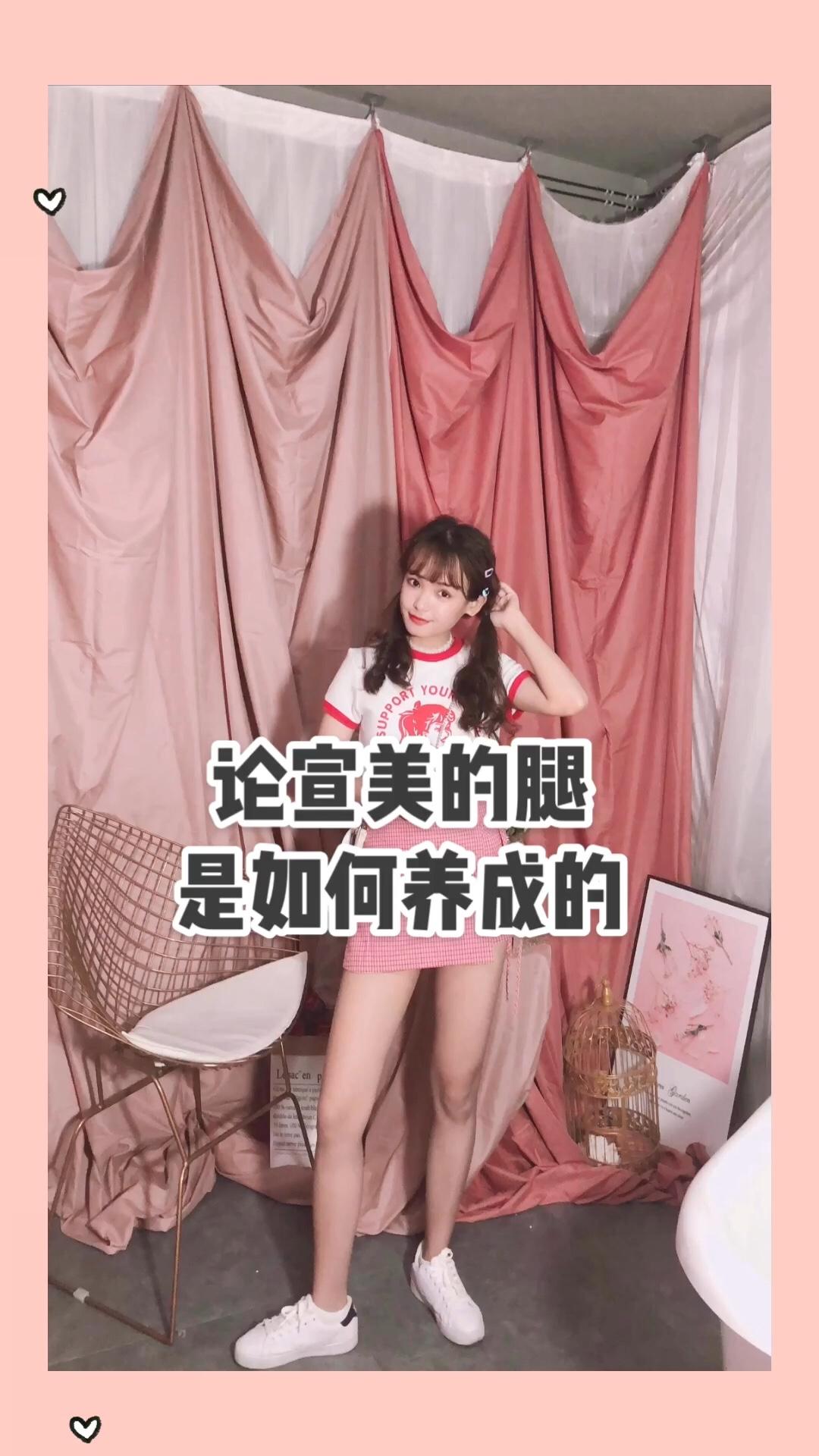 #论:宣美的腿是如何养成的# 今日穿搭 少女减龄上衣+同色系高腰格子短裙❤️ 少女印花图案real火爆  在日本的杂志中出现过 非常青春甜美 再来说说裙子 侧边是系带的设计  带点小俏皮 体现鬼马少女的气质 设计是高腰短裙的定位 穿上立马拥有宣美同款腿~