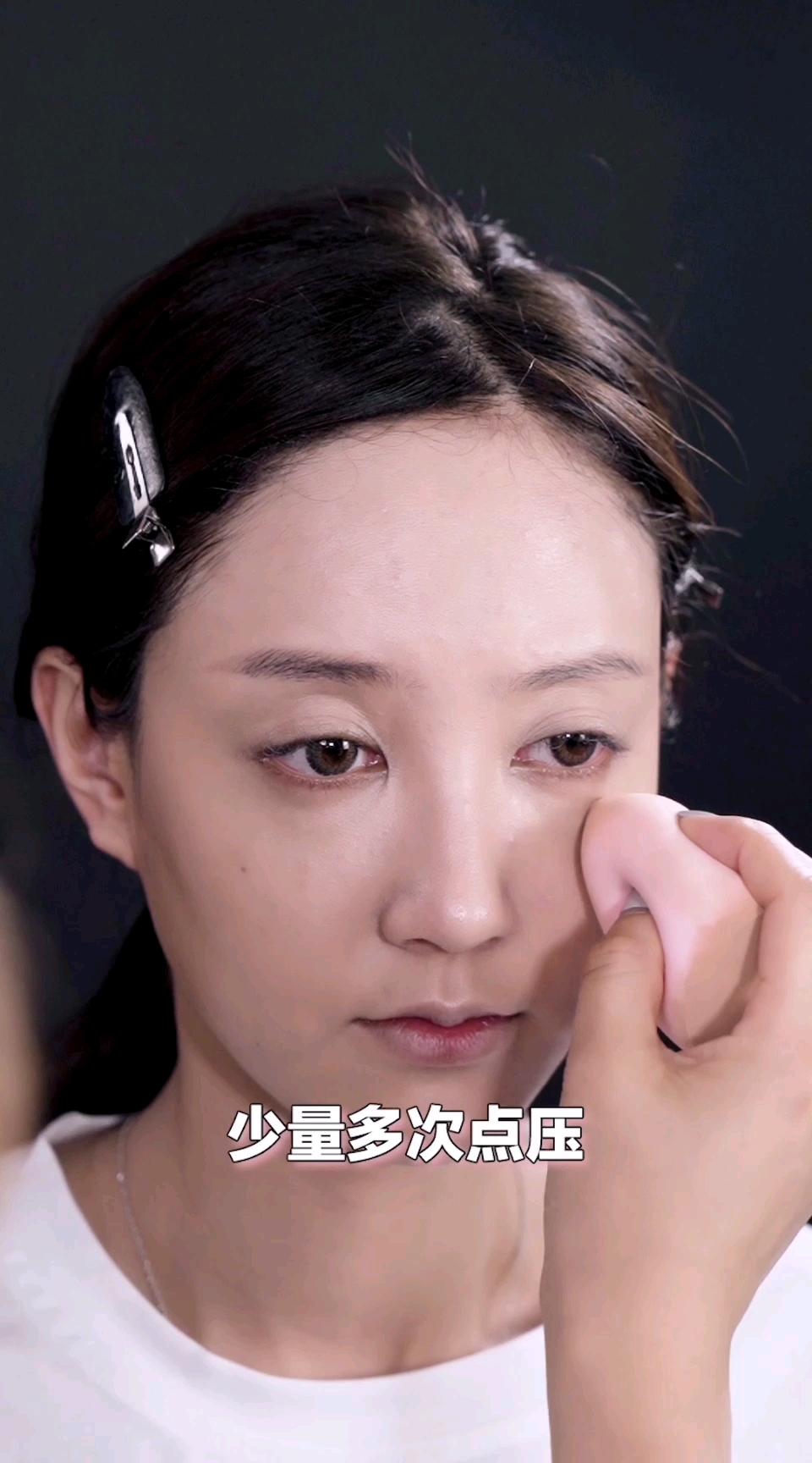 超实用美妆教程来袭!肤色不均怎么办?一瓶粉底帮你搞定! #美妆# 你们最大的肌肤困扰是什么?