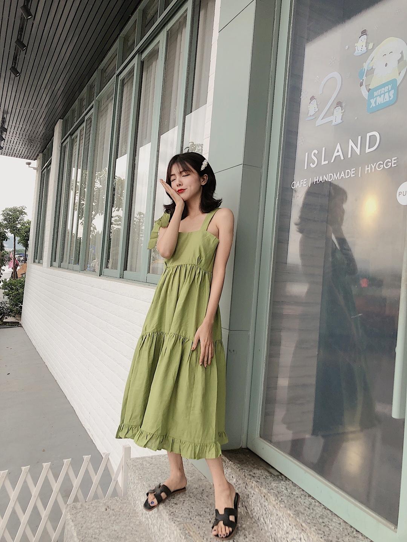 #清凉好看的夏季单品盘点# 牛油果绿真的是今年不允许错过的颜色 吊带是夏日必备的单品 从颜色和质地胜出的这条小裙子  是一个黑皮girl最后的倔强