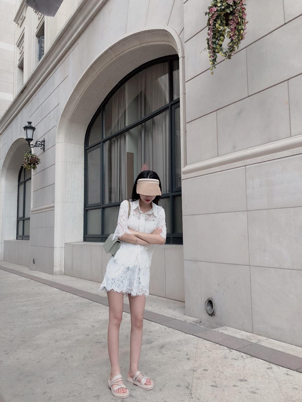#夏日性感主修镂空#  这个套装简直不要太好看了! 蕾丝镂空设计  短袖衬衫➕短裤 白色的很仙 穿着很舒服 小个子女生hold住的款哦
