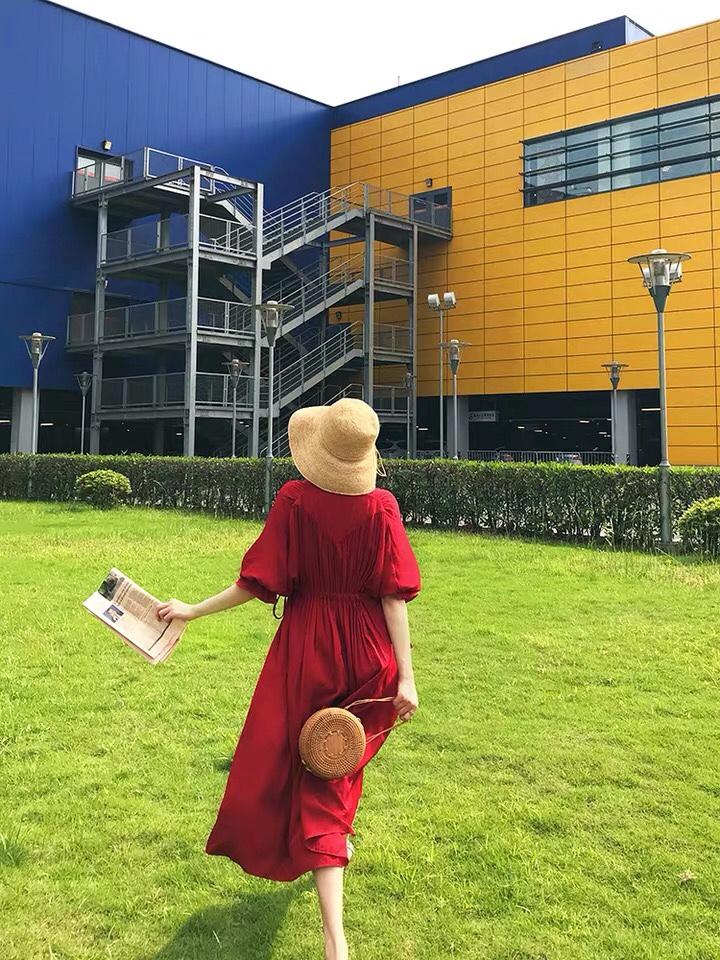 红色连衣裙❤️❤️❤️❤️ 红色连衣裙不调肤色 适合所有肤色 也适合所有身材 百搭款❤️#法式穿搭,气质值+100!#