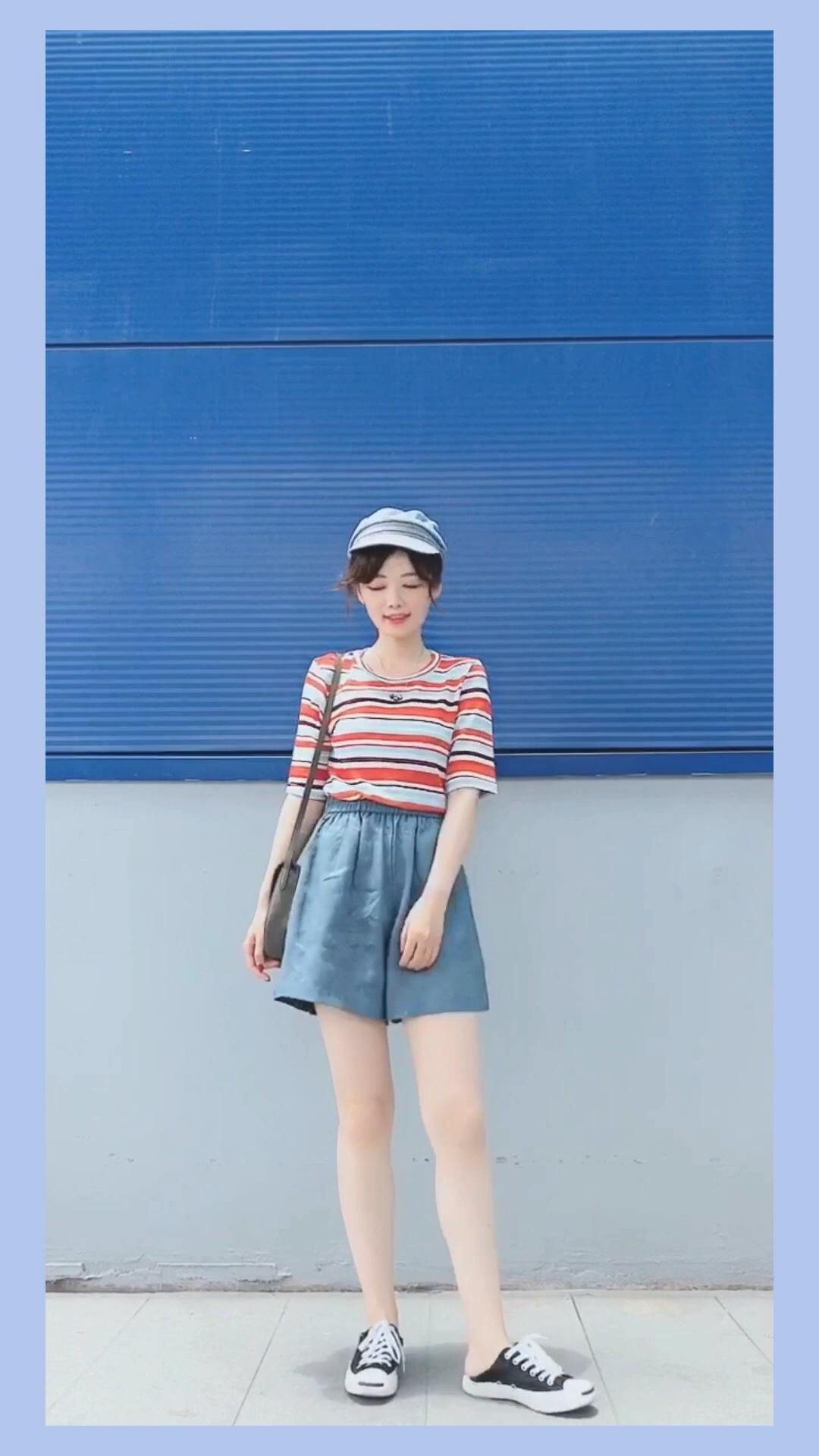 #高腰:长腿制造机本机!!!# 彩色条纹tee+裙裤 活力满满的一套哦  夏天超级喜欢蓝色 显白第一名~