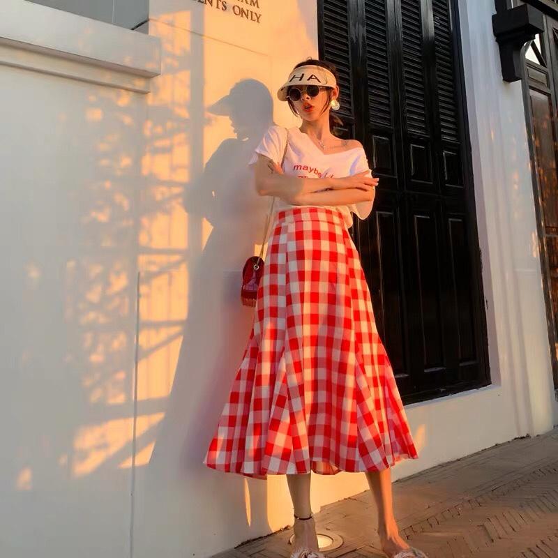 """格子套装❤️❤️❤️ 同色系搭配 白色t粉色文字➕红色格子半身裙 减龄时尚#学""""木兰""""穿这招,A爆这夏天!#"""